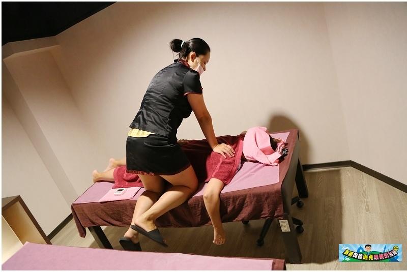 按摩師會隨著不同部位使用不同的按摩技巧與調整按摩力道